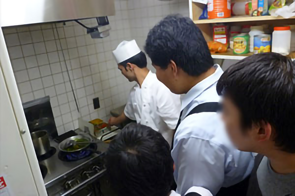 平成28年11月5日 第5回 街カフェにて、緑総生考案のコラボカレー「カレーなる緑総」を販売