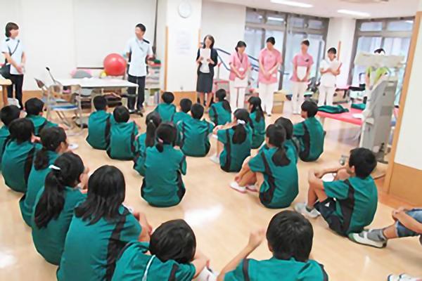 2018年9月4日(火)・11日(火) いずみ野小学校6年生の児童49名が横浜いずみ台病院で職業体験を行いました